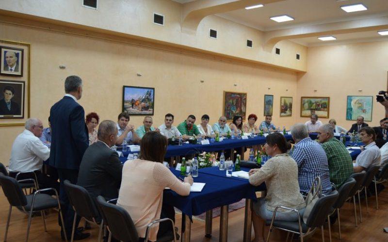 (Srpski) Saglasnost među nacionalnim savetima