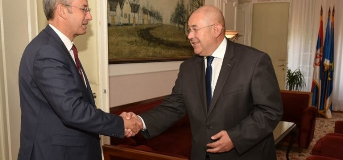 (Srpski) Predsednik Skupštine AP Vojvodine razgovarao sa šefom Delegacije EU u Srbiji