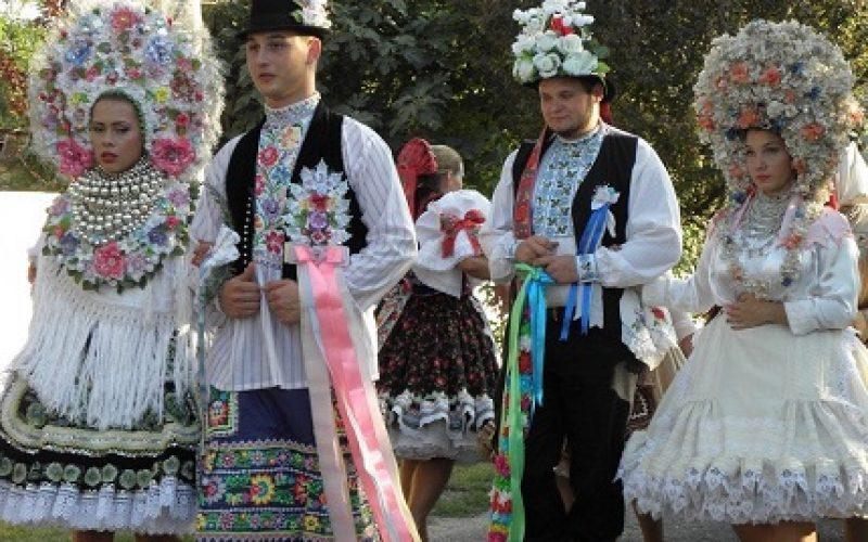(Srpski) Festival tradicionalne nošnje u Kisaču
