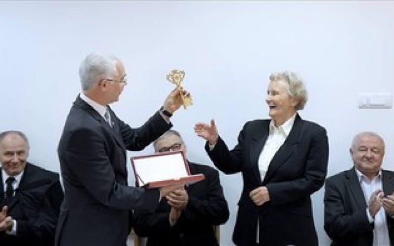 """(Srpski) Mađarski ministar otvorio novo krilo Studentskog doma """"Apacai"""" u Novom Sadu"""