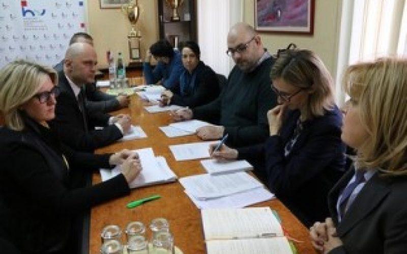 (Srpski) Interes za ostvarivanje manjinskih prava