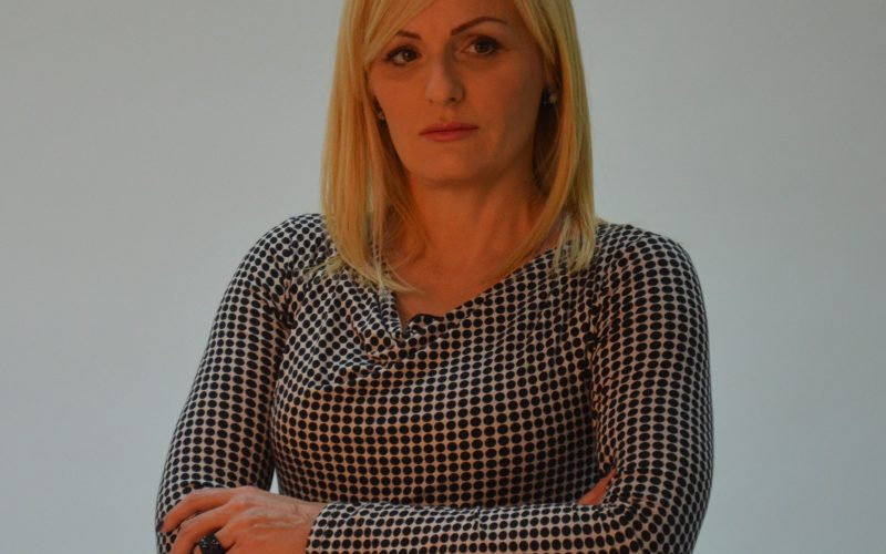 (Srpski) Uskršnja čestitka Suzane Paunović