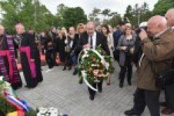 (Srpski) Osvećenje Spomen-obeležja Podunavskim Švabama u Bačkom Jarku