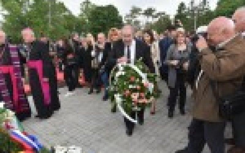 Osvećenje Spomen-obeležja Podunavskim Švabama u Bačkom Jarku