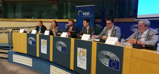 Osnaživanje medija na jezicima manjina – srednje i istočno evropsko gledište