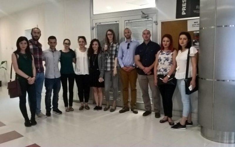 Mladi novinari srpskih i albanskih redakcija sa KiM posetili UNS