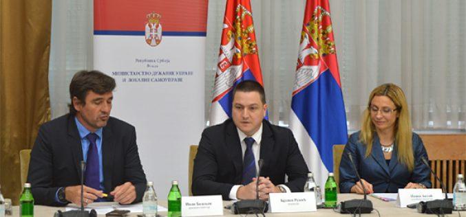(Srpski) Održan sastanak ministra Ružića sa predstavnicima nacionalnih saveta nacionalnih manjina