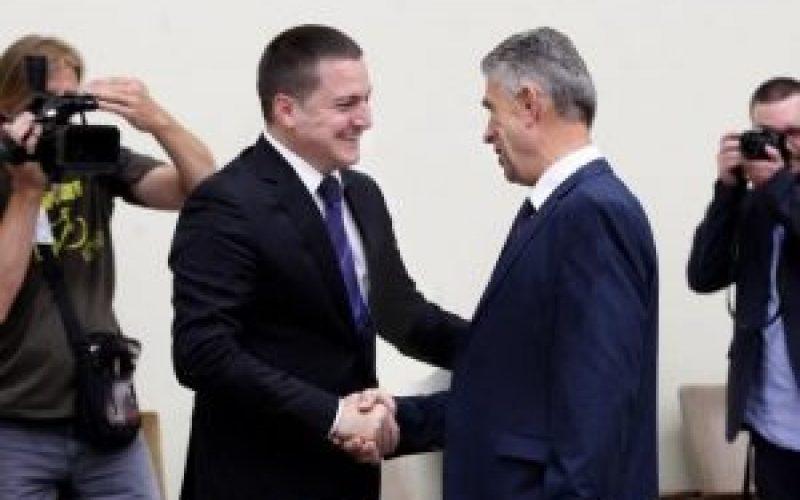 (Srpski) Nacionalna vijeća tretirati kao legitimne partnere