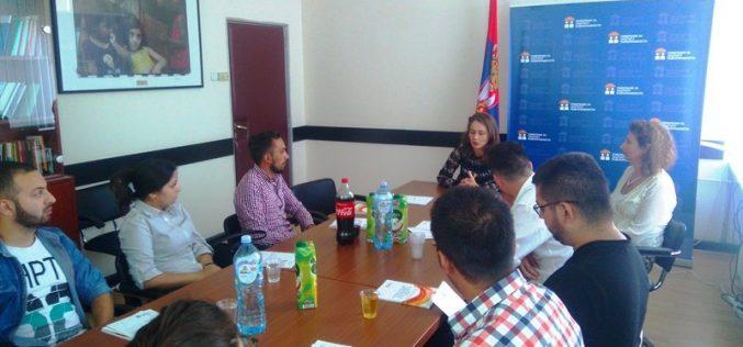Polaznici škole romskog liderstva u poseti Povereniku za zaštitu ravnopravnosti