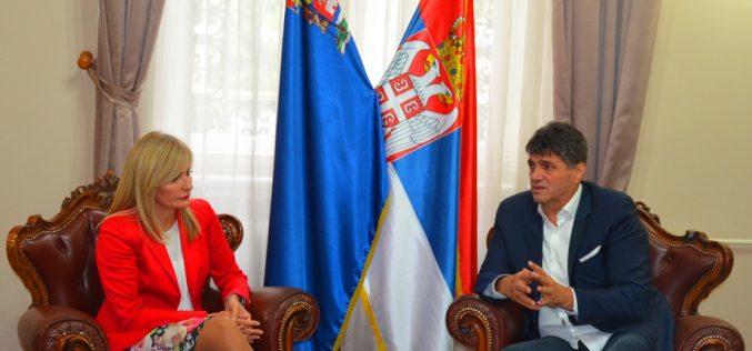 (Srpski) Paunović: Pohvale Nišu za napore u ostvarivanju prava manjina