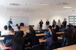 (Srpski) Albanski studenti uče srpski jezik