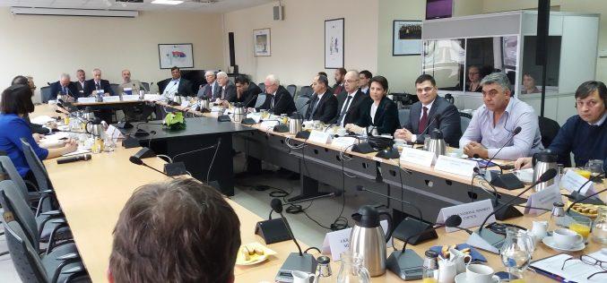 (Srpski) Ambasador Evropske unije Sem Fabrici sastao se sa savetima nacionalnih manjina