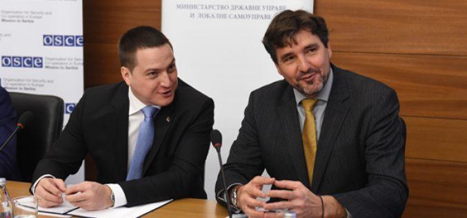 (Srpski) Ružić: Radimo na unapređenju položaja manjina
