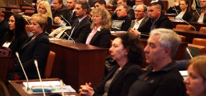 (Srpski) Uručeni ugovori za unapređenje višejezičnosti u AP Vojvodini
