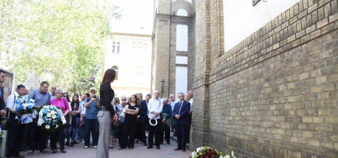 (Srpski) Dragana Milošević položila venac stradalim novosadskim Jevrejima