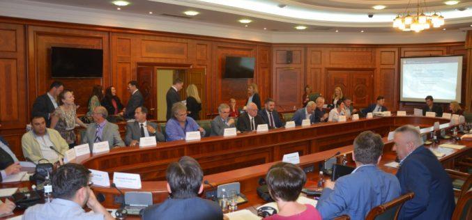 (Srpski) Vlada nastavlja politiku poštovanja prava nacionalnih manjina