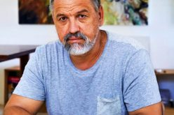 (Srpski) Akademski slikar Martin Kizur donirao slike i knjige rodnom mestu