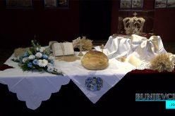 (Srpski) Svečano otvorena izložba slika od slame