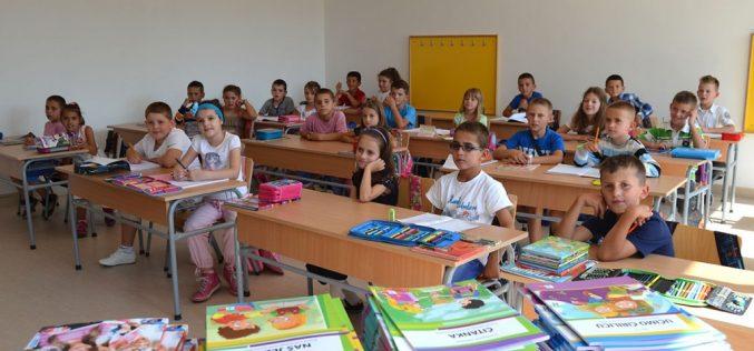 (Srpski) Šesta generacija učenika pohađa nastavu na bosanskom