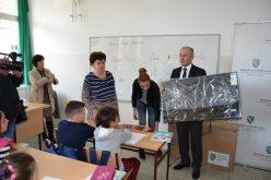 (Srpski) Donacija Bošnjačkog nacionalnog vijeća za osnovnu školu u Požegi