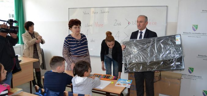 Donacija Bošnjačkog nacionalnog vijeća za osnovnu školu u Požegi