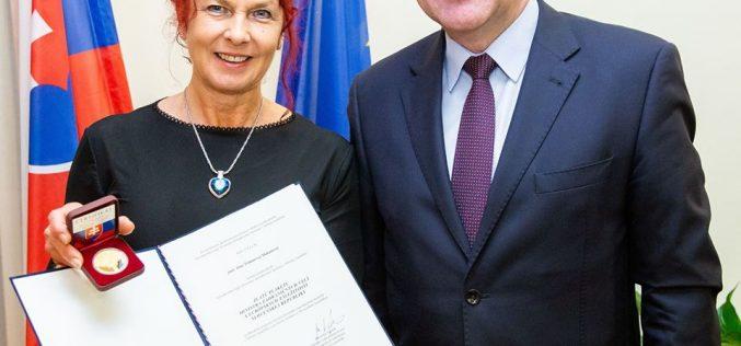 (Srpski) Priznanje za Anu Tomanovu Makanovu