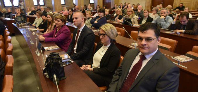 (Srpski) Svečano obeležena 50. godišnjica Prevodilačke službe u pokrajinskim organima