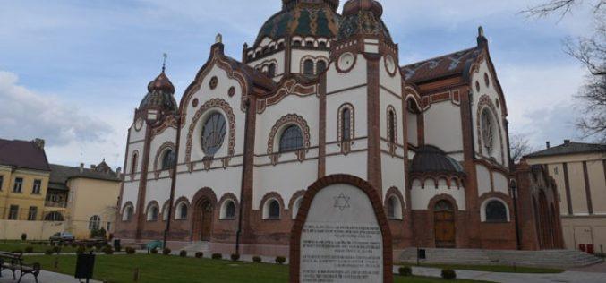 (Srpski) Subotička sinagoga otvorena za turiste