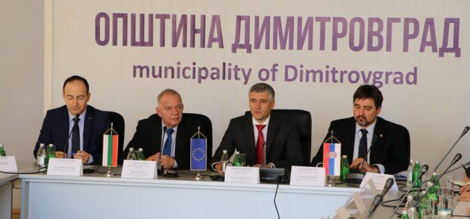 (Srpski) U Dimitrovgradu otkrivena tabla na zgradi opštine sa tradicionalnim nazivom Caribrod