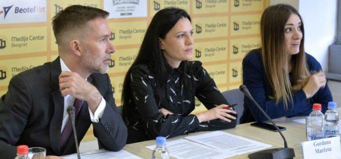 (Srpski) Policija ne reaguje na pozive Roma iz zemunskih naselja