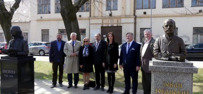 (Srpski) U slovačkom gradu Modra otkriven spomenik velikom srpskom prosvetitelju Dositeju Obradoviću
