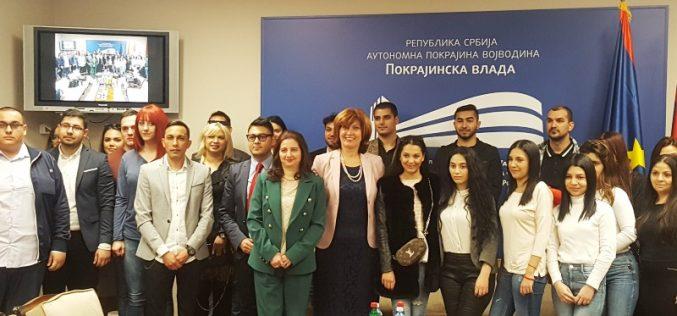 (Srpski) Potpisani ugovori o stipendiranju studenata romske nacionalnosti