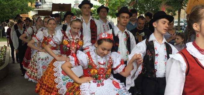 (Srpski) Praznik folklora u Horgošu