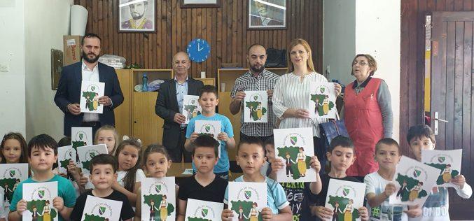 """(Srpski) Predškolcima na poklon bojanke """"Bosanski, jer smo Bošnjaci"""""""