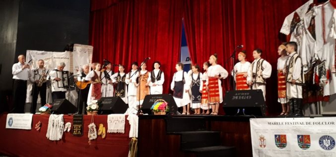 """(Srpski) Više od 800 dece na """"Festivalu rumunskog folklora dece Vojvodine"""""""