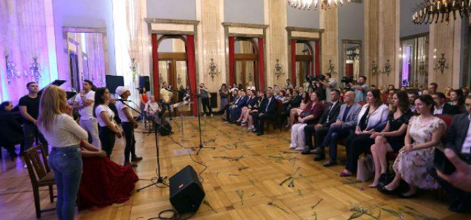 Vlada čini značajne korake u rešavanju problema Roma