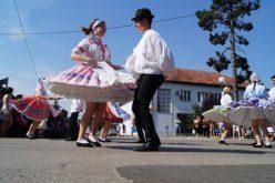 """(Srpski) Festival """"Tancuj, tancuj…"""" – praznik za dušu u Gložanu"""