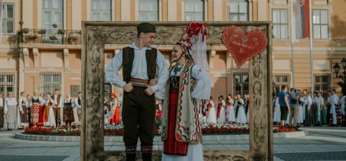 (Srpski) Svatovski običaji na Festivalu multikulturalnosti u Somboru