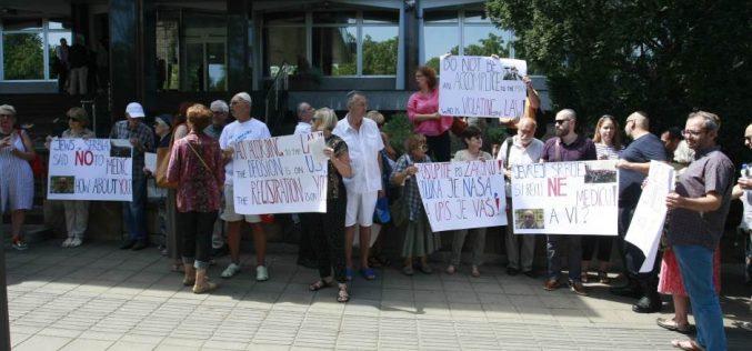 Frakcija Jevrejske opštine Beograd protestovala ispred Ministarstva pravde