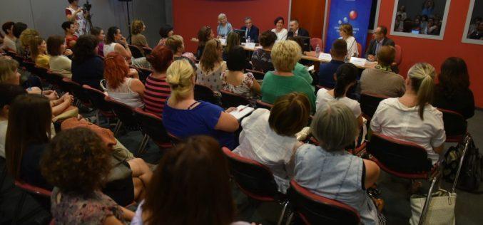 (Srpski) Obuka nastavnika za primenu opštih standarda postignuća za predmet Maternji jezik i književnost na jezicima nacionalnih manjina