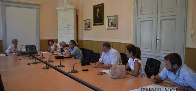 (Srpski) Održana javna rasprava o nacrtu Odluke kriterijumima za finansiranje rada nacionalni savita nacionalni manjina