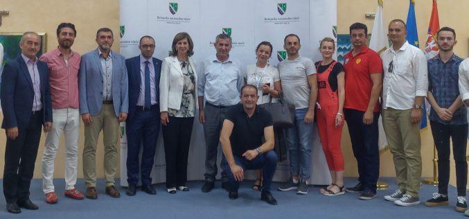 (Srpski) Učesnici Internacionalnog festivala balkanske kulture u posjeti Vijeću