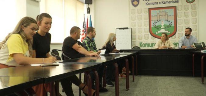 (Srpski) Prvi korak za bolje odnose – Srbi u Kamenici uče albanski, a Albanci srpski