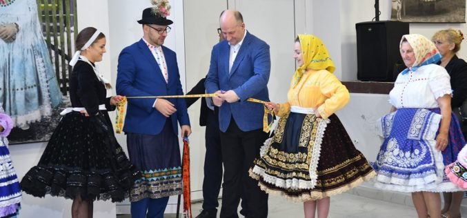 (Srpski) Otvorena nova galerija u Kulturnom centru u Kisaču