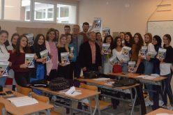 (Srpski) Podjela besplatnih udžbenika novopazarskoj gimnaziji