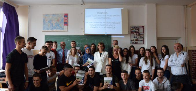 (Srpski) Podjela udžbenika novopazarskim srednjim školama