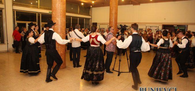 """(Srpski) Održano muzičko veče """"Čuvari bunjevačke muzičke baštine"""""""
