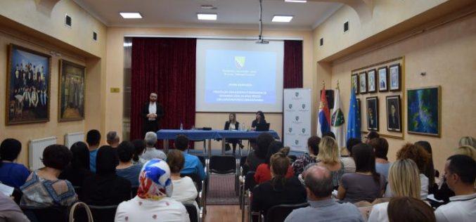 (Srpski) Javna rasprava o Prijedlogu obrazovnih standarda za bosanski jezik