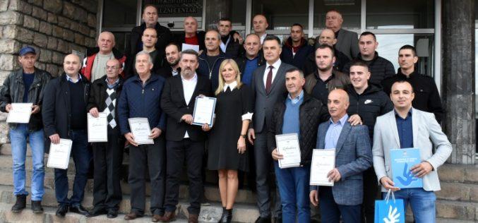"""(Srpski) Putari preduzeća """"Novi Pazar – put"""" dobitnici prvog novoustanovljenog priznanja u okviru kampanje """"Ljudi, budimo ljudi"""""""