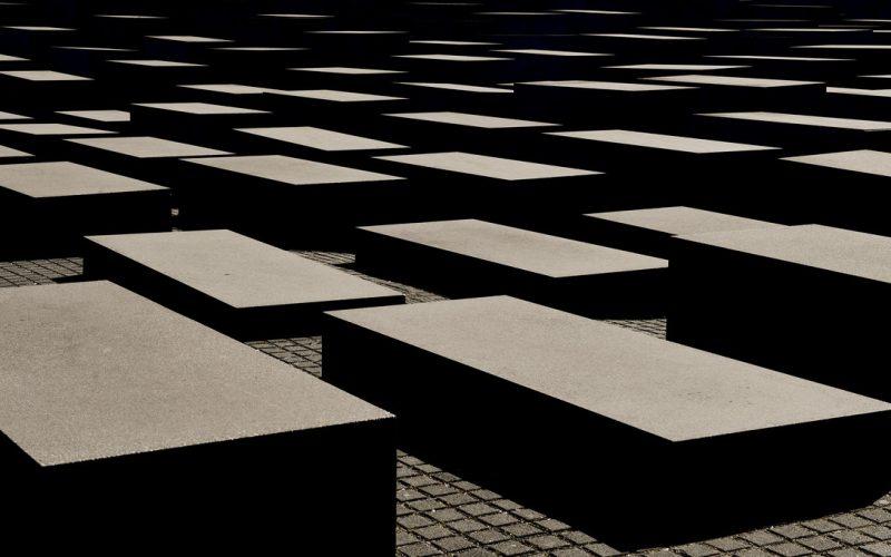 (Srpski) UMRS: SRBIJA DA USTANOVI  DAN  SEĆANJA NA ROMSKE ŽRTVE